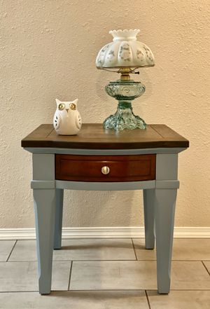 """ONE Sturdy Side Table ( 24"""" X W 28"""" X H 24"""" ) for Sale in Tacoma, WA"""