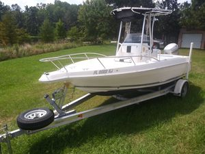 Wellcraft 190 CCF ( Center Console Fisherman) for Sale in Whigham, GA
