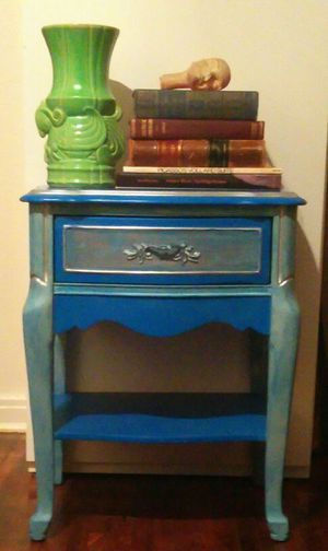 Very nice side table/night stand for Sale in Dallas, TX