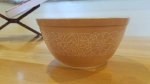 Pyrex Tan Woodland 1 1/2 Qt Bowl for Sale in Anaheim, CA