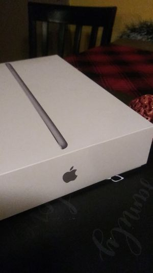 New ipad 6th generation 128gb for Sale in Long Beach, CA