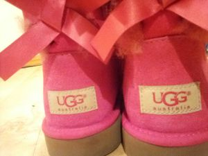 Brand new hot pink uggs size 4 for Sale in Shoreline, WA