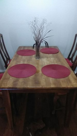 Moving sale...saleing my antique table w/decorations for 60$ for Sale in Houston, TX