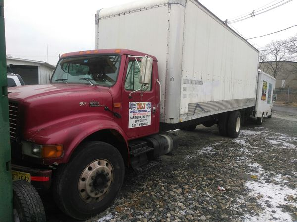 2001 International 26 Foot with lift gate
