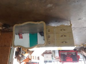 Dresser and mirror for Sale in San Angelo, TX