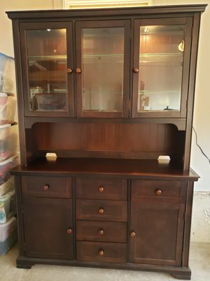 Bassett Furniture solid wood Buffet China Hutch for Sale in Monmouth, OR