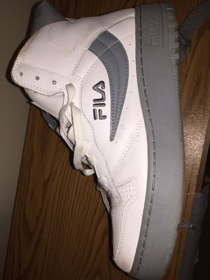 White and grey high tops Fila with straps, condition 9/10 size 11/5 for Sale in Washington, DC
