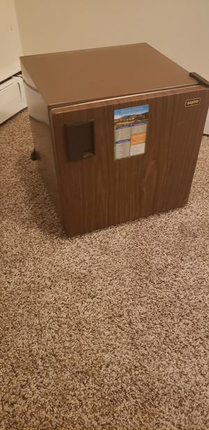 Compact brown mini fridge in great shape for Sale in Washington, DC
