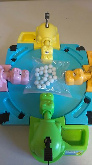 HUNGRY HUNGRY HIPPOS GAME BOARD AND 20 MARBLES for Sale in Calexico, CA