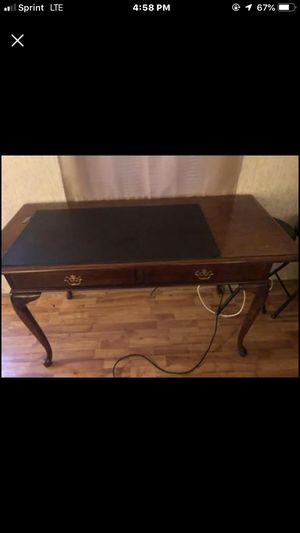 Desk/dresser. for Sale in Rustburg, VA