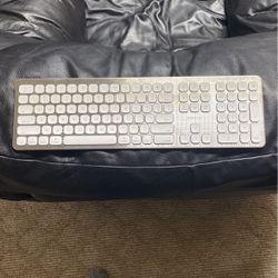 Wireless Keyboard For IOS for Sale in Dearborn,  MI