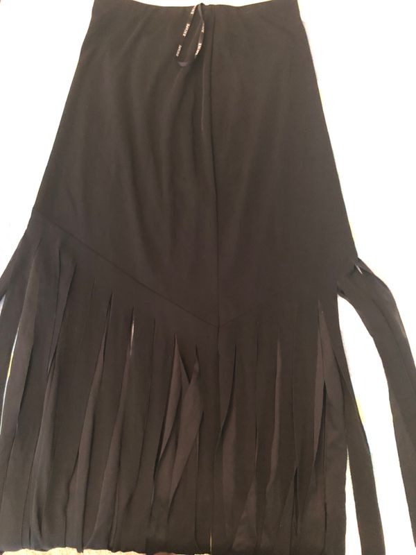 Xscape the fringe skirt size large