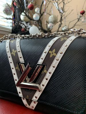 LV Hand Bag for Sale in Chicago, IL