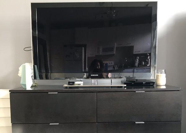 "45"" Samsung TV + Apple TV + Blu Ray"