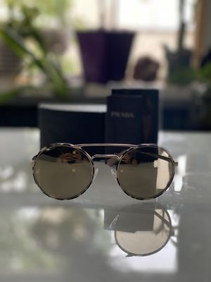 Prada sunglasses shades %100 AUTHENTIC for Sale in New York, NY