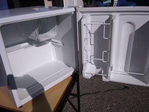 Sanyo mini fridge for Sale in Everett, WA