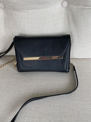 Wallet on chain can be worn as wristlet for Sale in North Bethesda, MD
