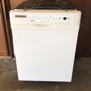 Dishwasher WHITE KENMORE for Sale in Rancho Cucamonga, CA