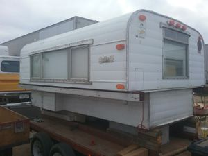 1971 Alaskan camper the top raises and lowers. for Sale in Beaumont, CA