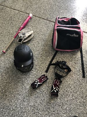 Softball bag, bat and glove, batting gloves , helmet, mask for Sale in Bloomingdale, IL