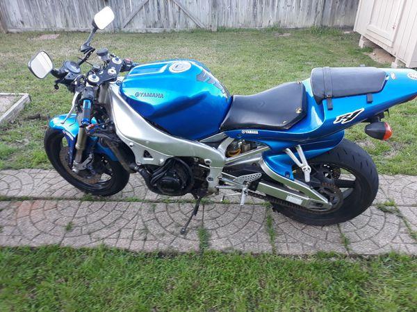 It a 2000 Yamaha r1 1000 cc