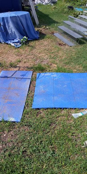 20 square feet of plastic protective floor tiles for Workshop for Sale in Newport News, VA