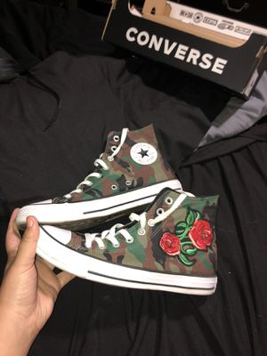 Custom rose and camo converse// size 7 in men,size 9 in women// very good condition for Sale in St. Cloud, FL