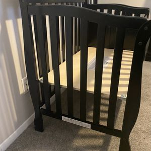 baby crib in very good condition. for Sale in Norcross, GA