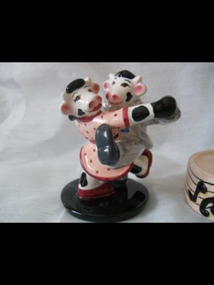 Swing Cows Salt and Pepper Shakers - vintage, collectible for Sale in National City, CA