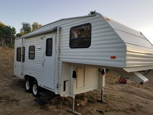 1992 21feet 5th wheel TERRY Electric jacks Excellent condition for Sale in Riverside, CA