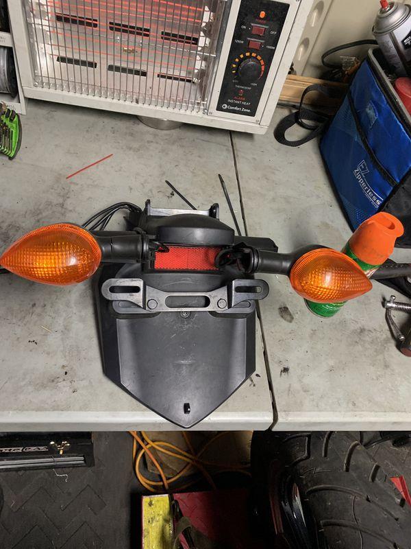 2006 Yamaha r6 stock read fairing and turn signals