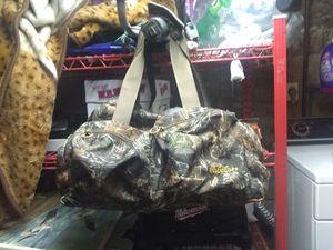 Cabela's duffle bag for Sale in Hartford, CT