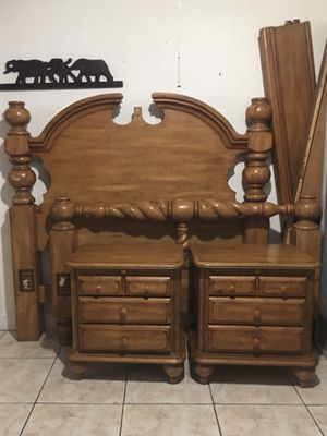 American Signature solid wood queen-size bedroom set for Sale in Miami, FL