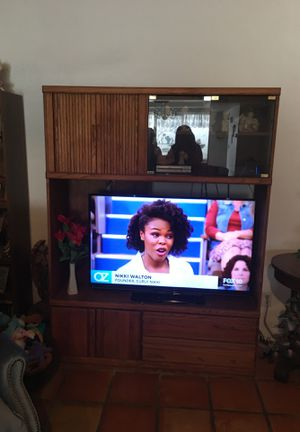 Oak Entertainment Center that holds a 50 inch tv. Comes with two full drawers and side doors with two top shelves and closure on top. for Sale in Phoenix, AZ