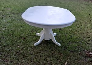 White dining table for Sale in Macon, GA