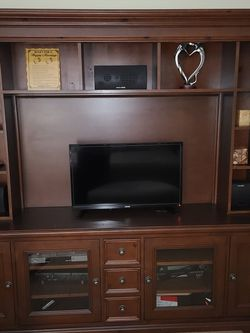 Free Tv Entertainment Unit for Sale in Atlanta,  GA