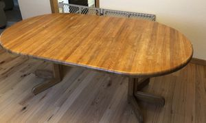 Oak dining table, 2 leafs, 5 chairs for Sale in Puyallup, WA