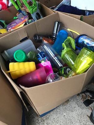 Cups & Tupperware Lot! for Sale in Encinal, TX