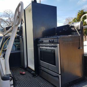 Estufa de gas y refrijerador de 2 puertas en muy buenas condiciones for Sale in San Jose, CA