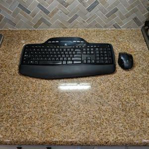 Logitech MK710 Keyboard/Mouse Combo for Sale in Henderson, NV