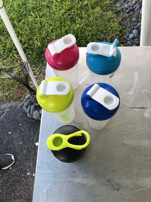 5 blender bottles for Sale in Pompano Beach, FL