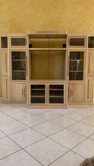 Wall unit- Free for Sale in Coral Springs, FL