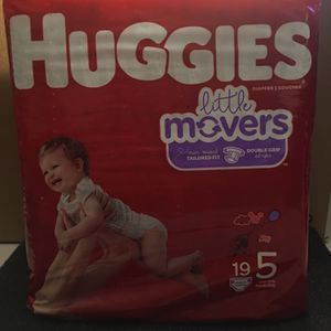 Huggies Little Movers Baby Diapers, Size 5 for Sale in Pomona, CA
