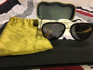 Gucci sunglasses with casing and silk bag like new for Sale in Los Angeles, CA