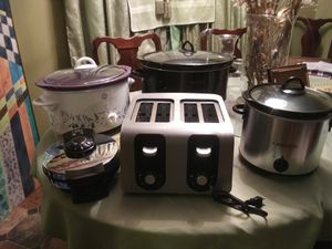 BUNDLES 5 Like New Kitchen Electric Appliances, 3 Crock Pots, Double Toast , waffle Maker for Sale in Belvedere, SC