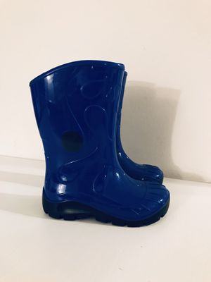 Rain boots boy girl size 6 / 7 for Sale in San Diego, CA