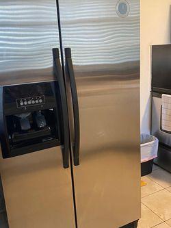 Refrigerator Whirlpool for Sale in Hialeah,  FL