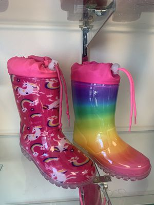Rain boots for kids girls 11,12,13,1,2,4 for Sale in Bell Gardens, CA