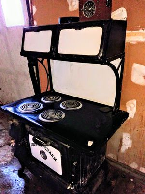 Cast iron country kitchen stove for Sale in Delta, CO