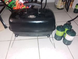 Expert grill gas with 3 propane tank for Sale in Las Vegas, NV